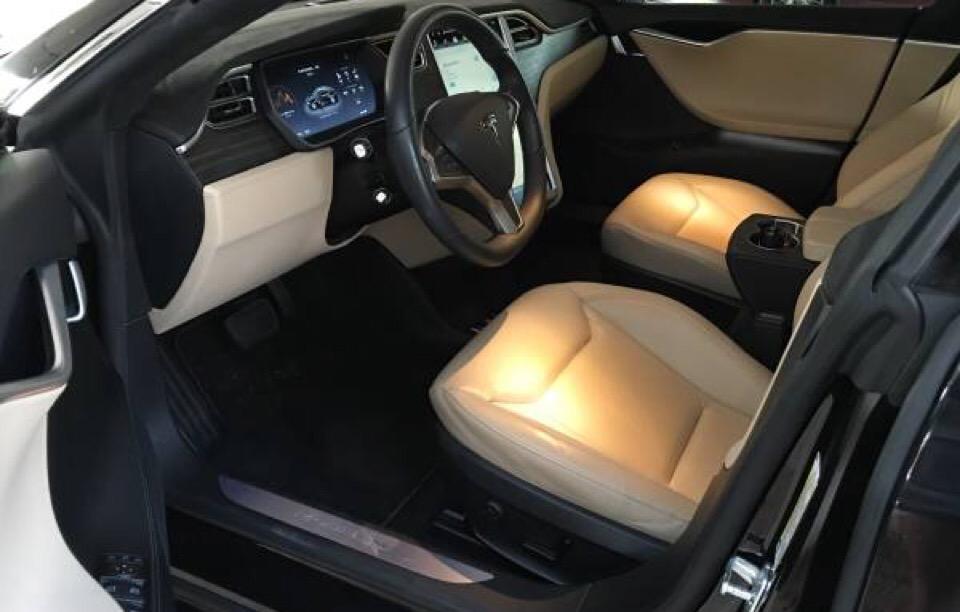 2015 Tesla Model S - photo 2
