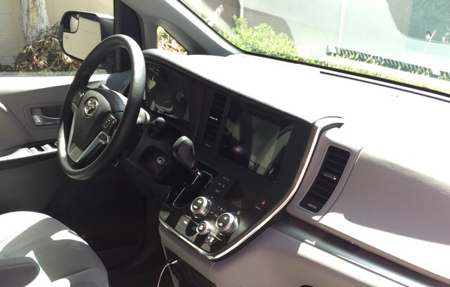 2015 Toyota Sienna - photo 2