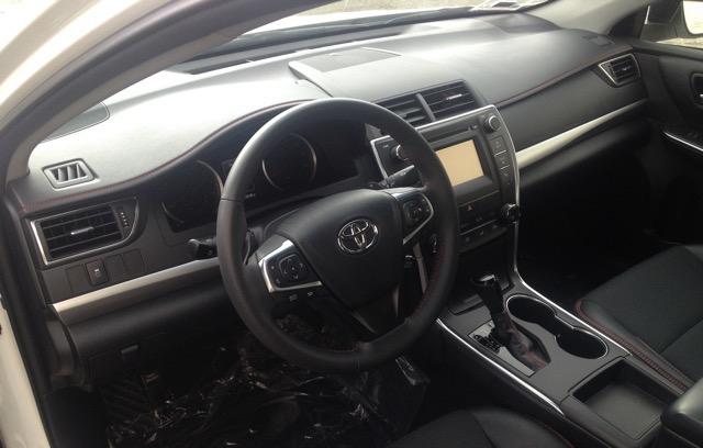 2017 Toyota Camry - photo 3
