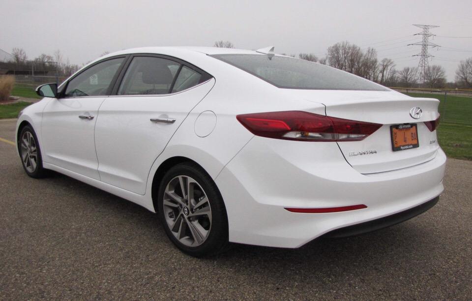 2017 Hyundai Elantra - photo 1