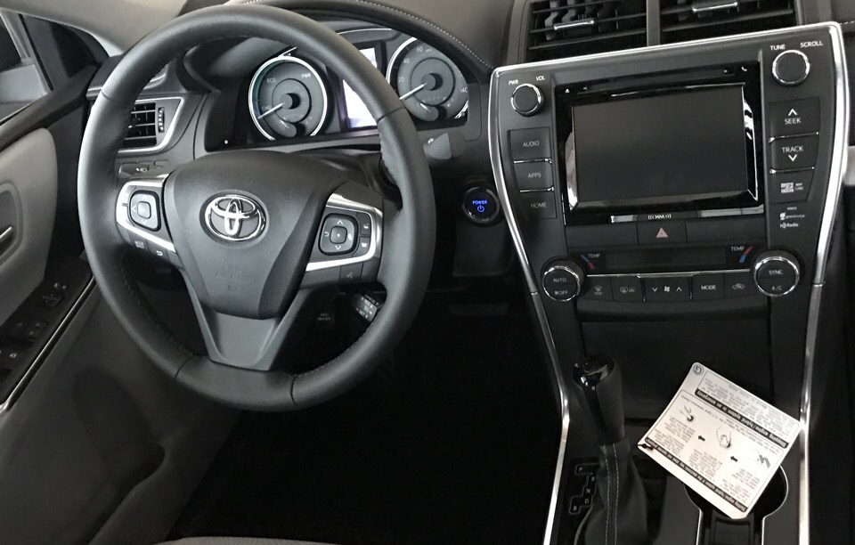 2017 Toyota Camry Hybrid - photo 1