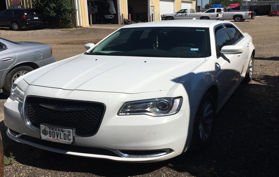 2016 Chrysler 300 - photo 2