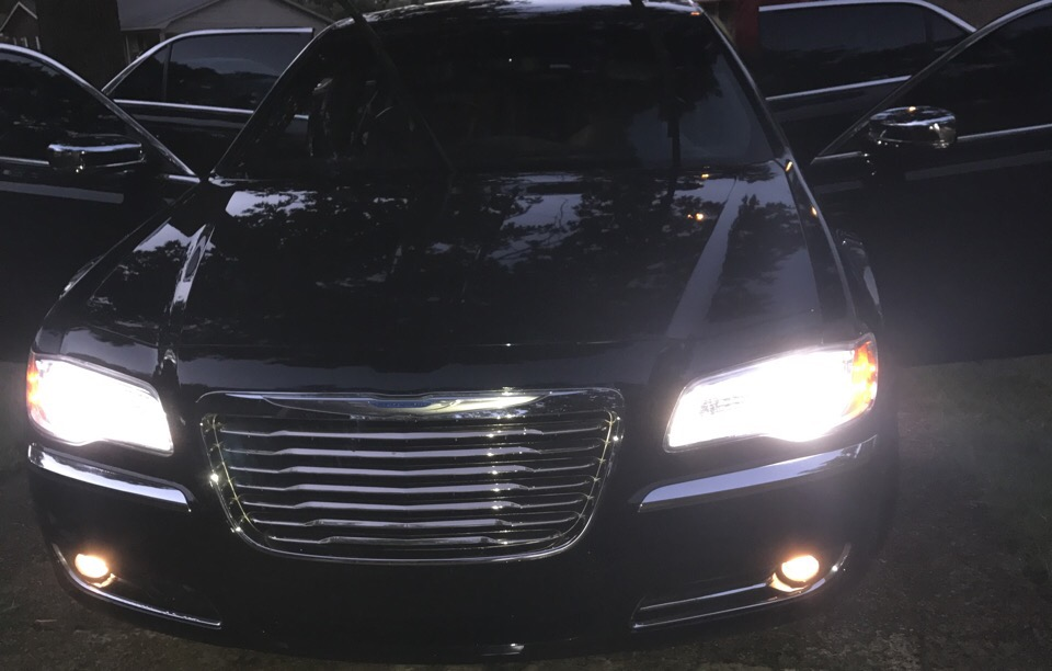 2012 Chrysler 300 - photo 0