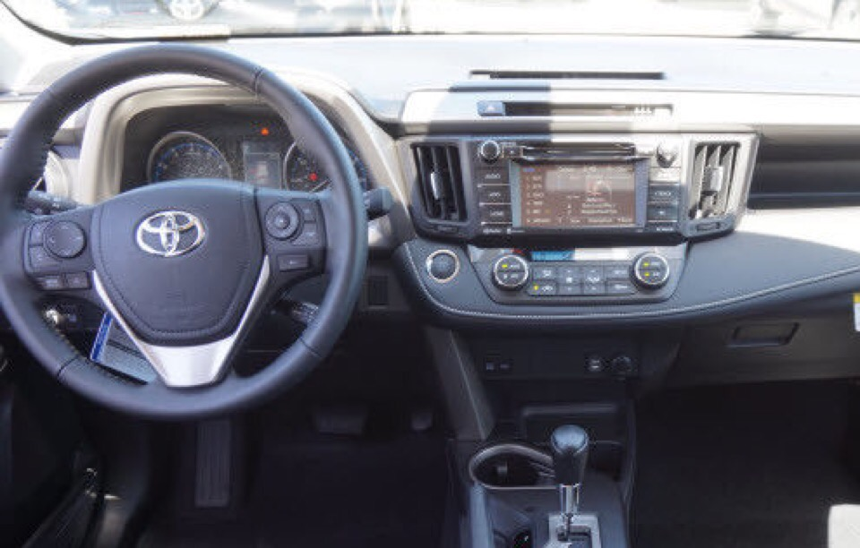 2017 Toyota RAV4 - photo 1