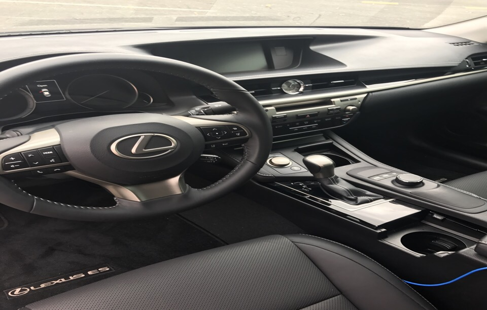 2017 Lexus ES 350 - photo 1