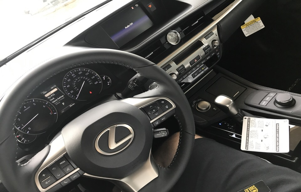 2017 Lexus ES 350 - photo 3