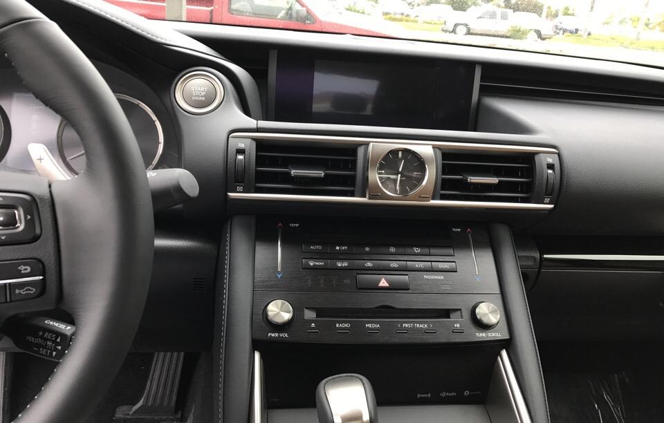 2017 Lexus IS 200t - photo 5