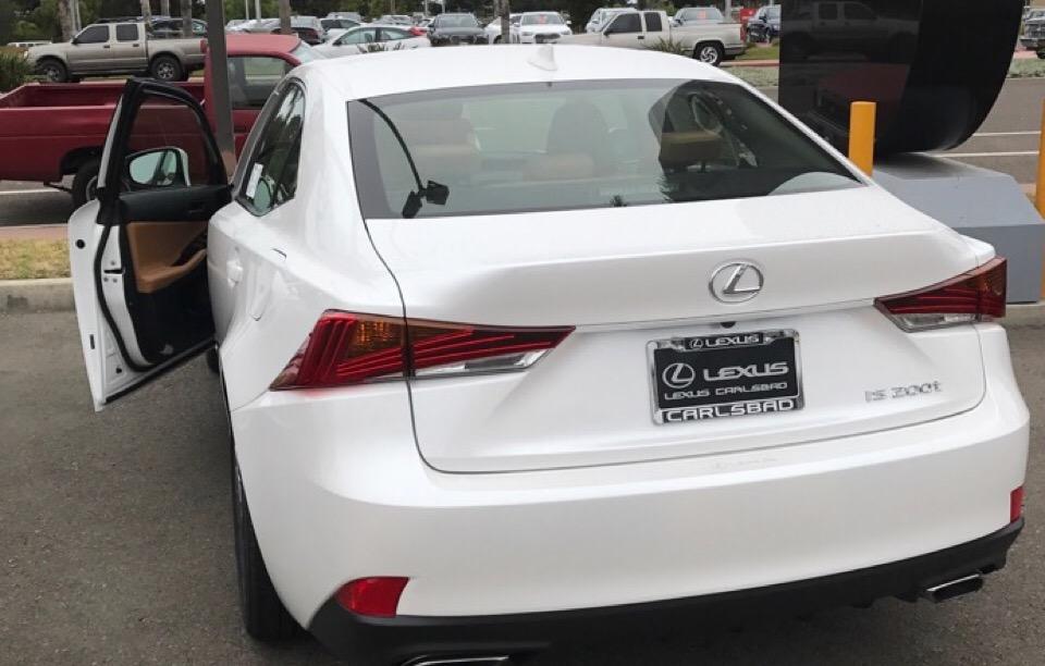 2017 Lexus IS 200t - photo 3