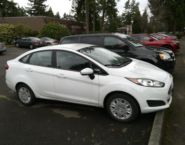 2016 Ford Fiesta - photo 1