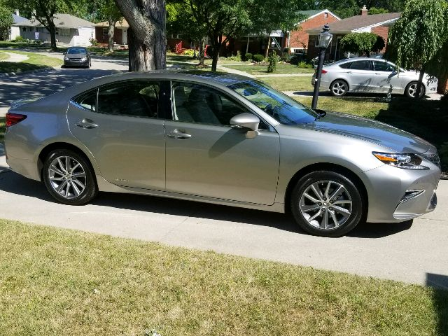 2017 Lexus ES 300h - photo 0