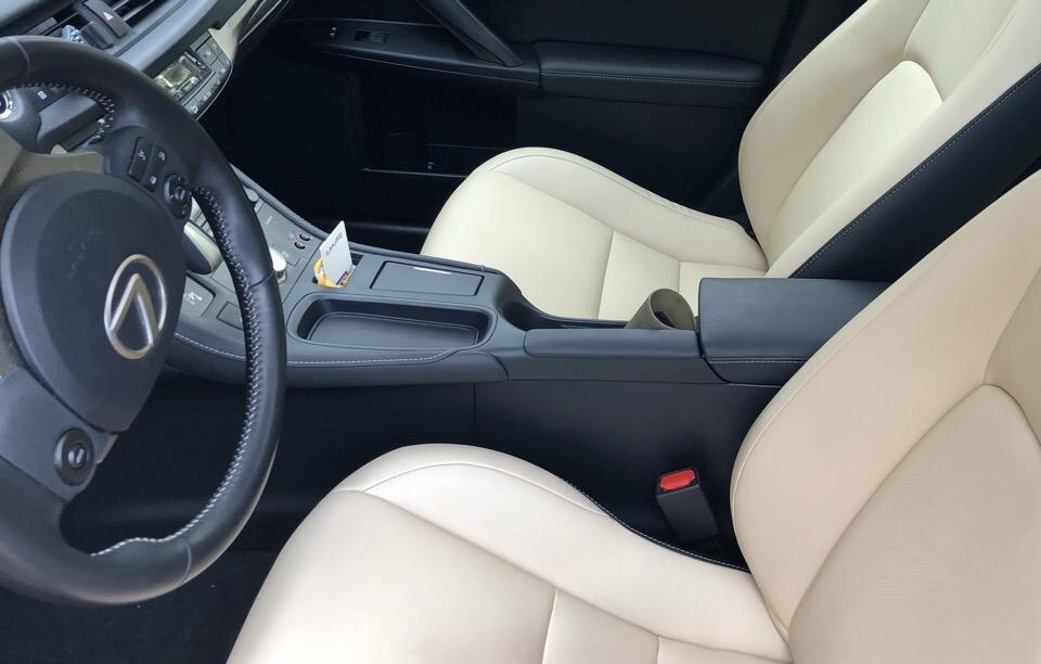 2017 Lexus CT 200h - photo 1