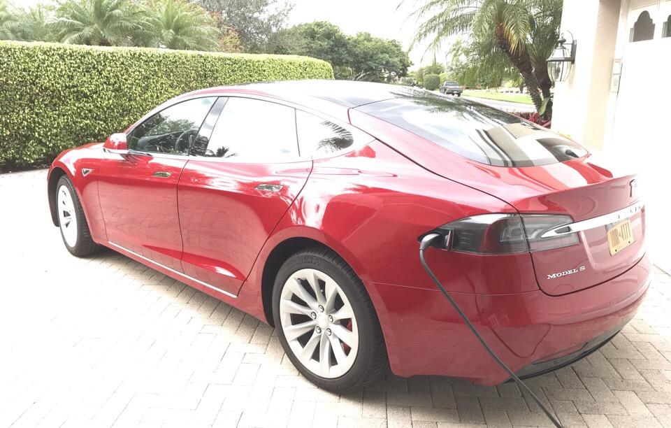 2016 Tesla Model S - photo 2