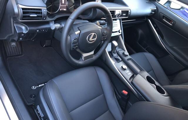 2018 Lexus IS 300 - photo 3