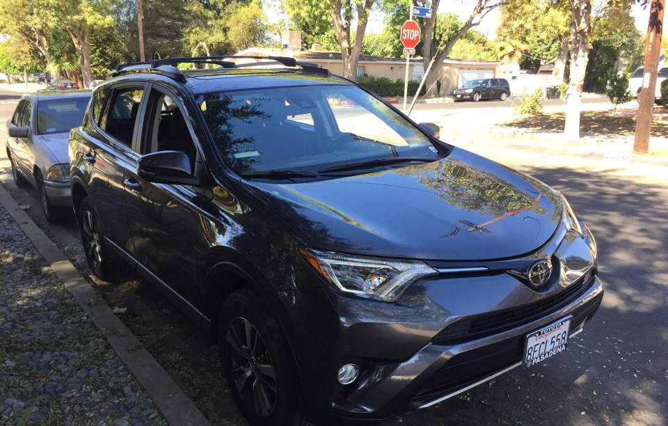 2018 Toyota RAV4 - photo 2