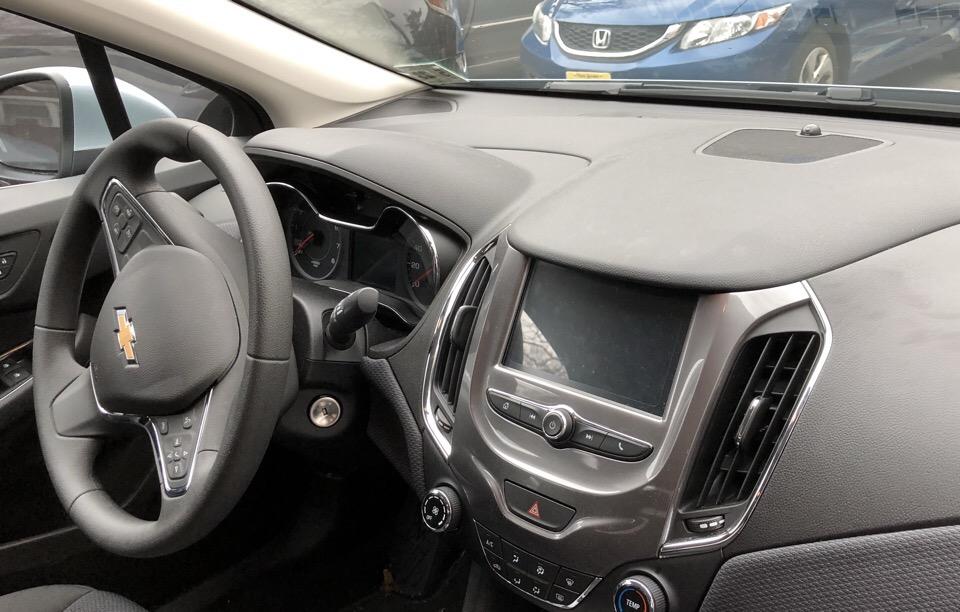 2018 Chevrolet Cruze - photo 1