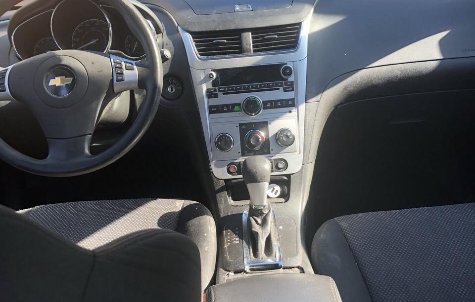 2011 Chevrolet Malibu - photo 2