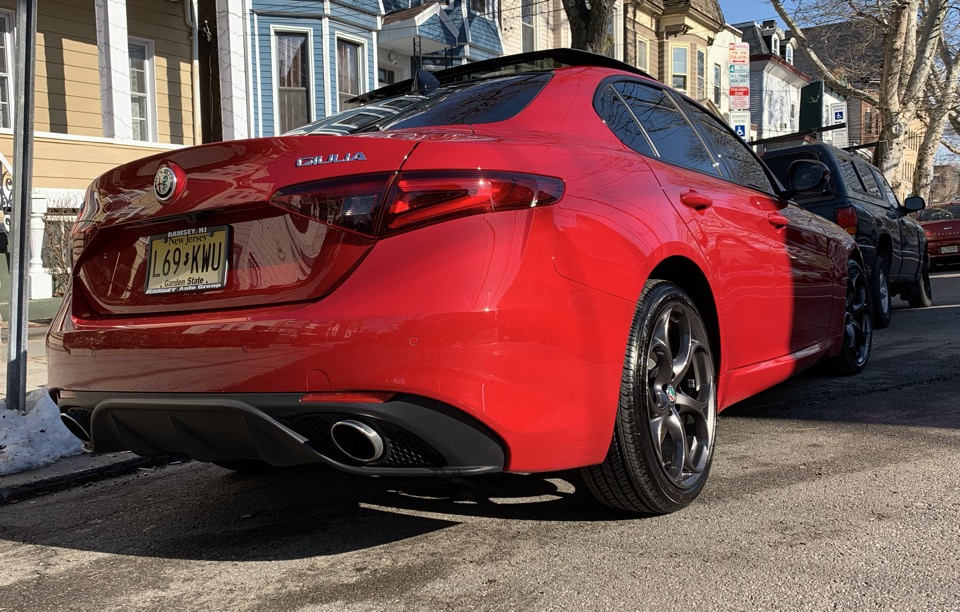 2018 Alfa Romeo Giulia - photo 1