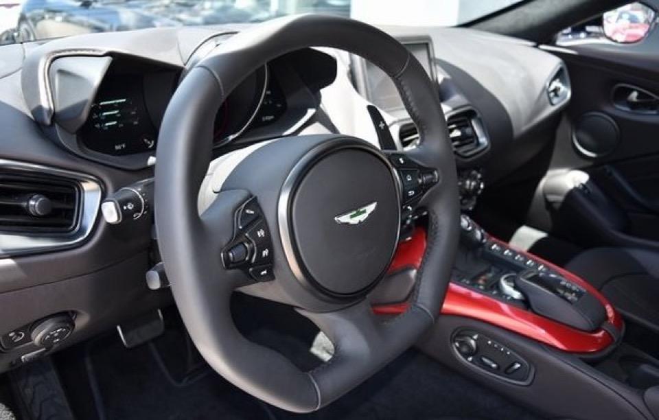 2019 Aston Martin Vantage - photo 2