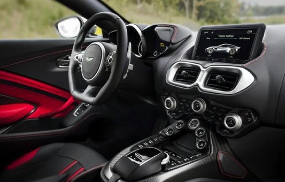2019 Aston Martin Vantage - photo 1