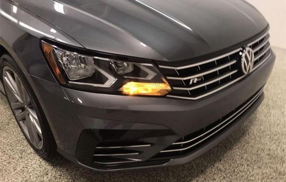 2018 Volkswagen Passat - photo 1