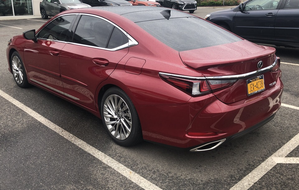 2019 Lexus ES 350 - photo 1