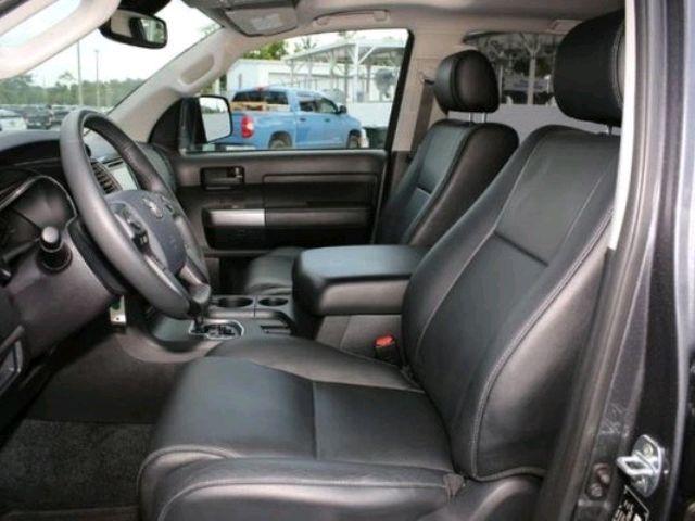 2018 Toyota Sequoia - photo 2