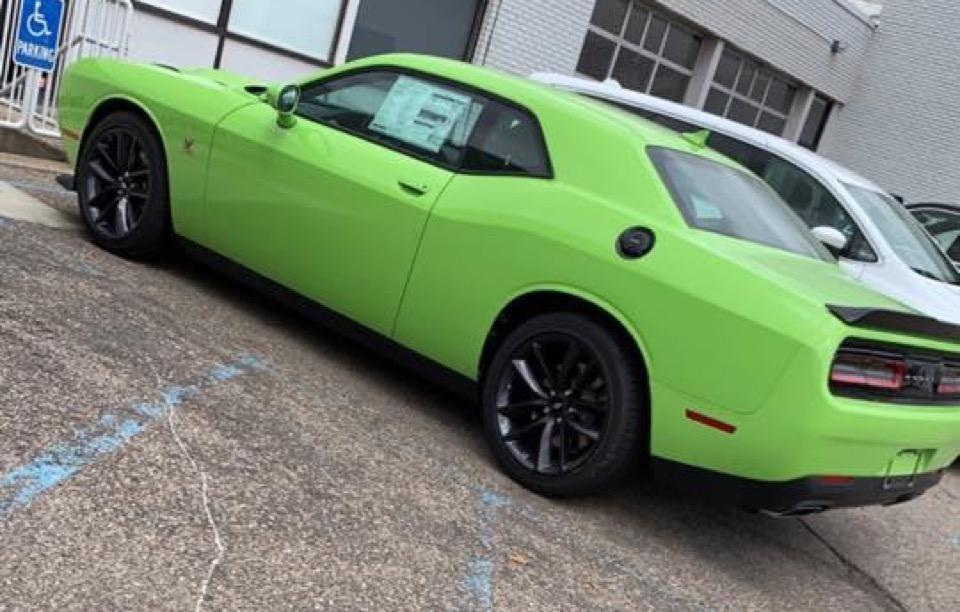 2019 Dodge Challenger - photo 2