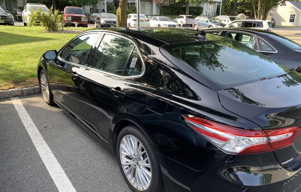 2018 Toyota Camry Hybrid - photo 2