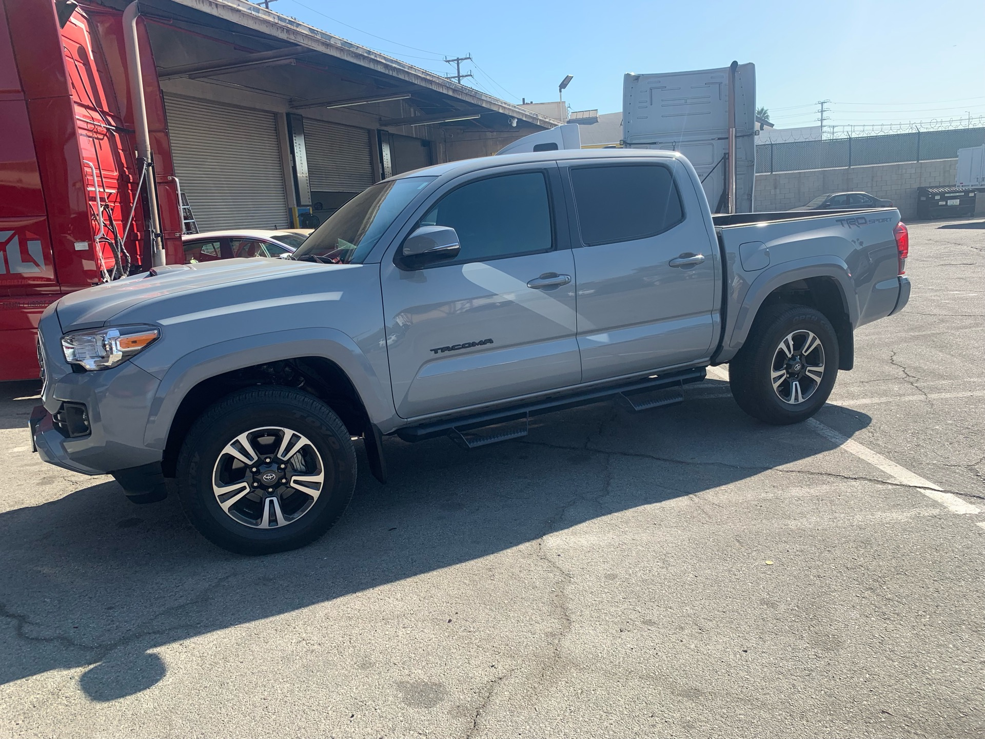2018 Toyota Tacoma - photo 2
