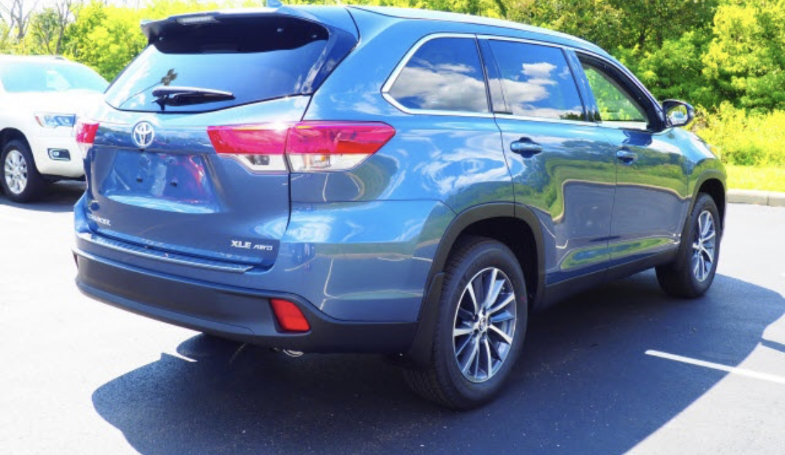 2019 Toyota Highlander - photo 1