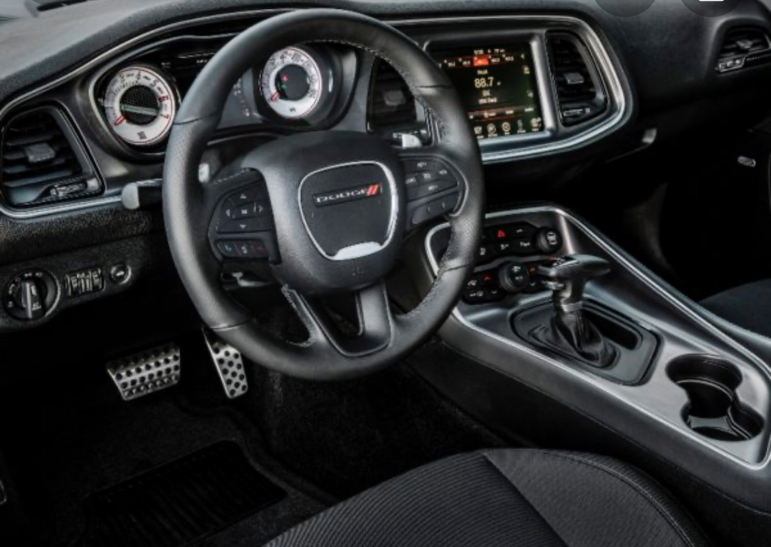 2019 Dodge Challenger - photo 2