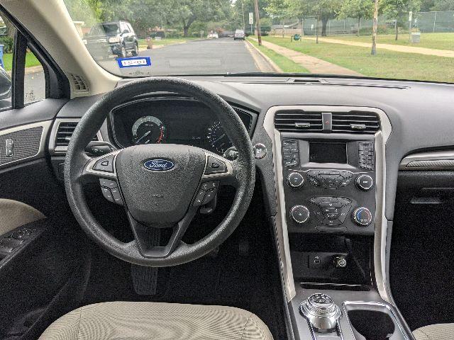 2019 Ford Fusion - photo 2