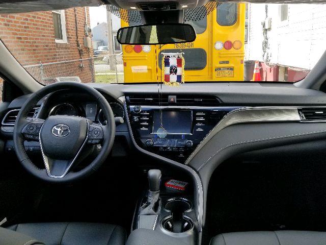 2019 Toyota Camry - photo 2