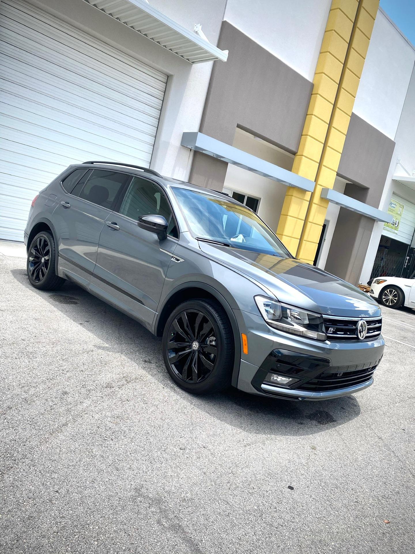 2020 Volkswagen Tiguan - photo 2