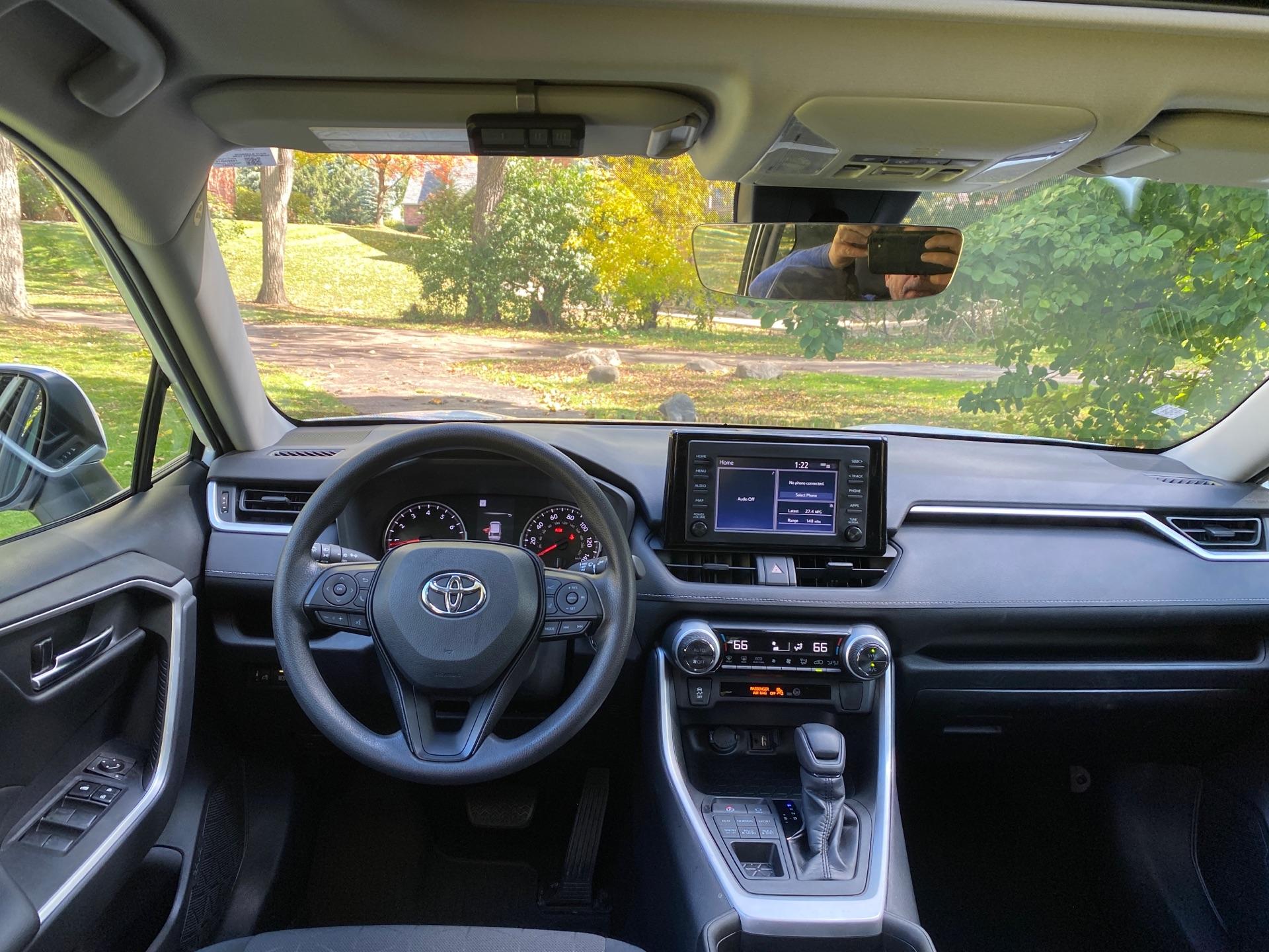 2019 Toyota RAV4 - photo 4