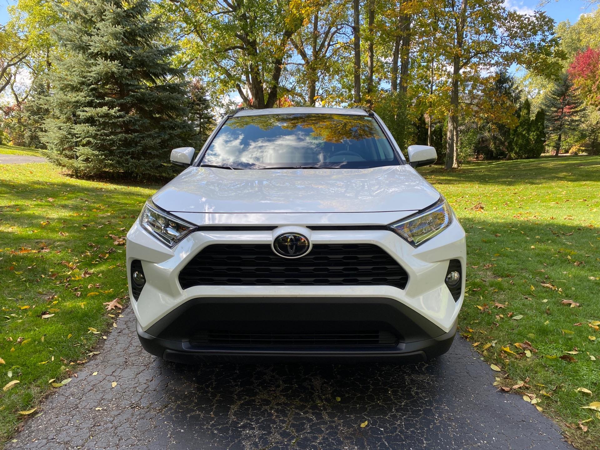2019 Toyota RAV4 - photo 1