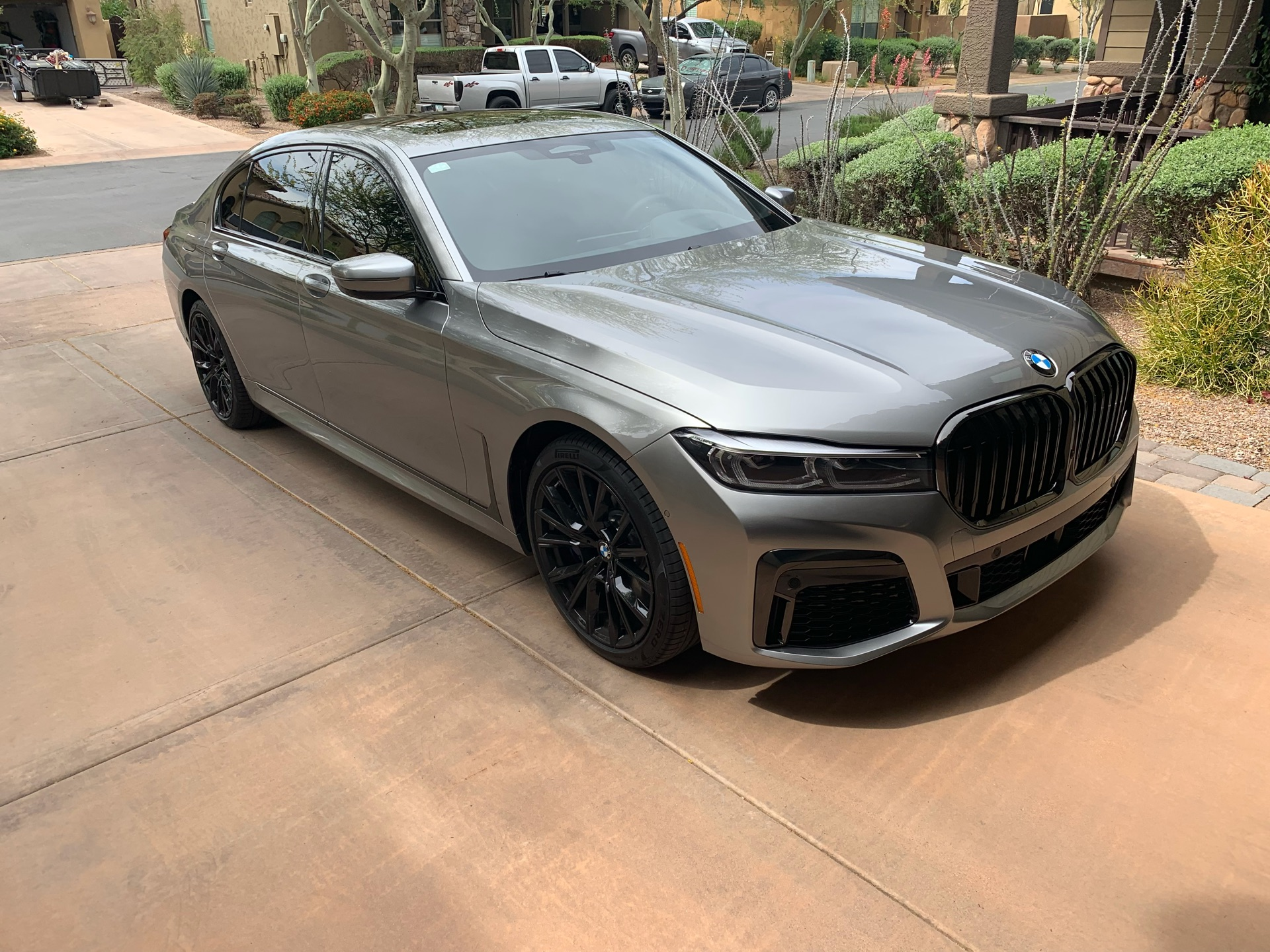 BMW 7 Series - photo 0