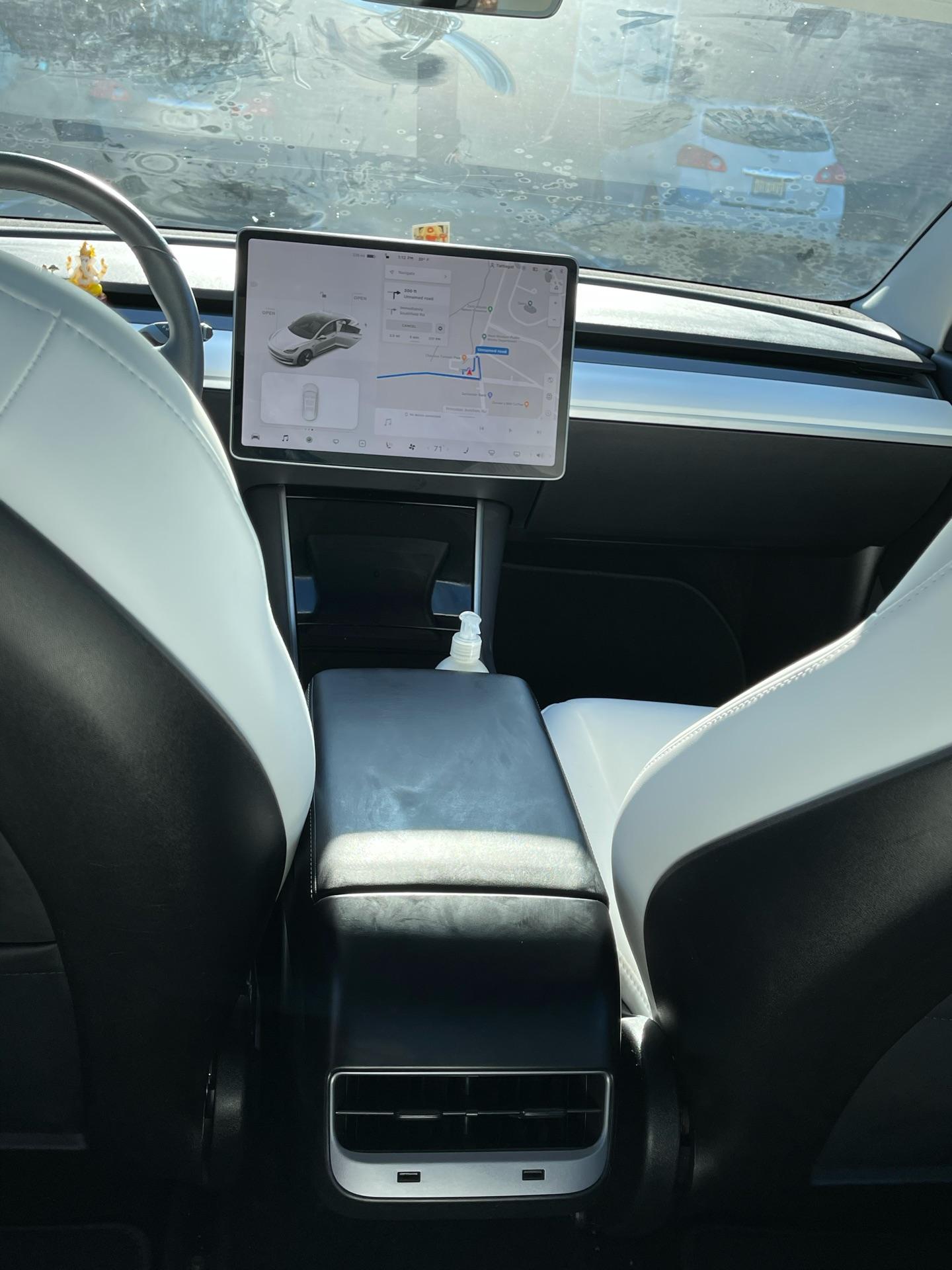 Tesla Model 3 - photo 2