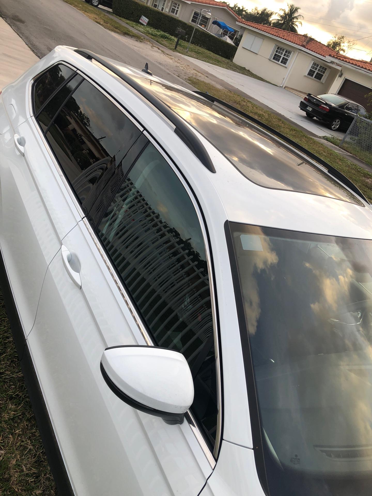 2021 Volkswagen Tiguan - photo 2