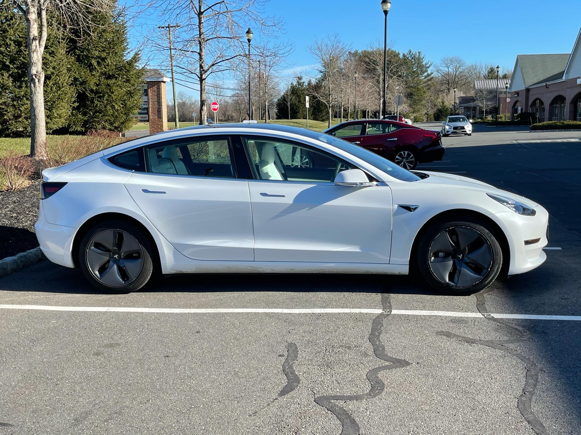 Tesla Model 3 - photo 1